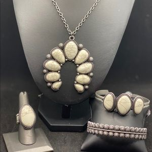 White crackle stone set